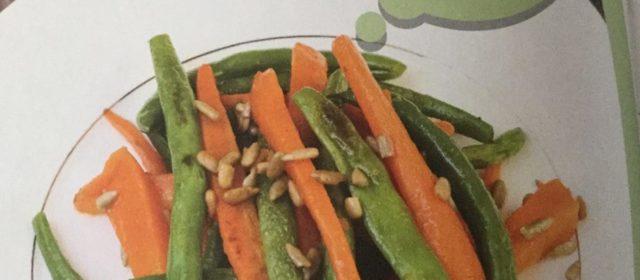 Sałatka z marchewki i fasolki szparagowej